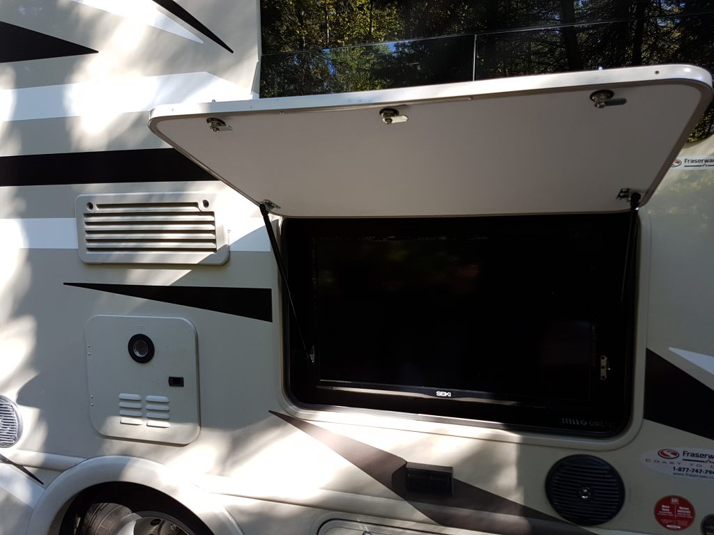 Outside TV on our Thor Gemini 23tr