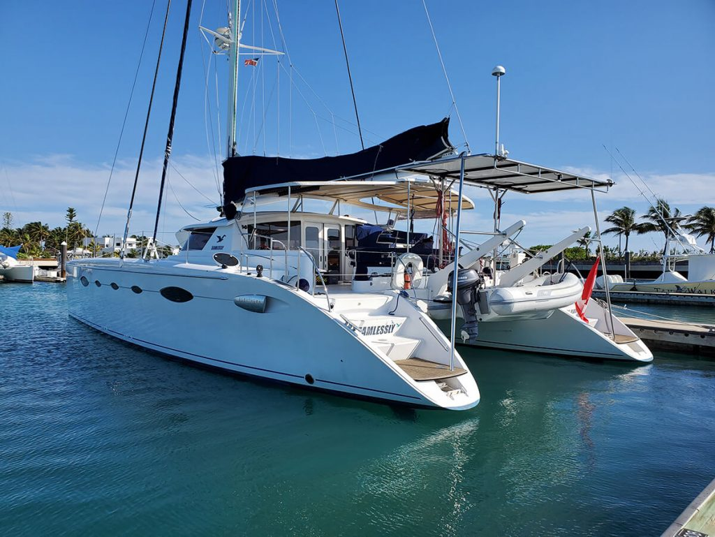 Seamlessly at the floating dock in Chub Cay Marina