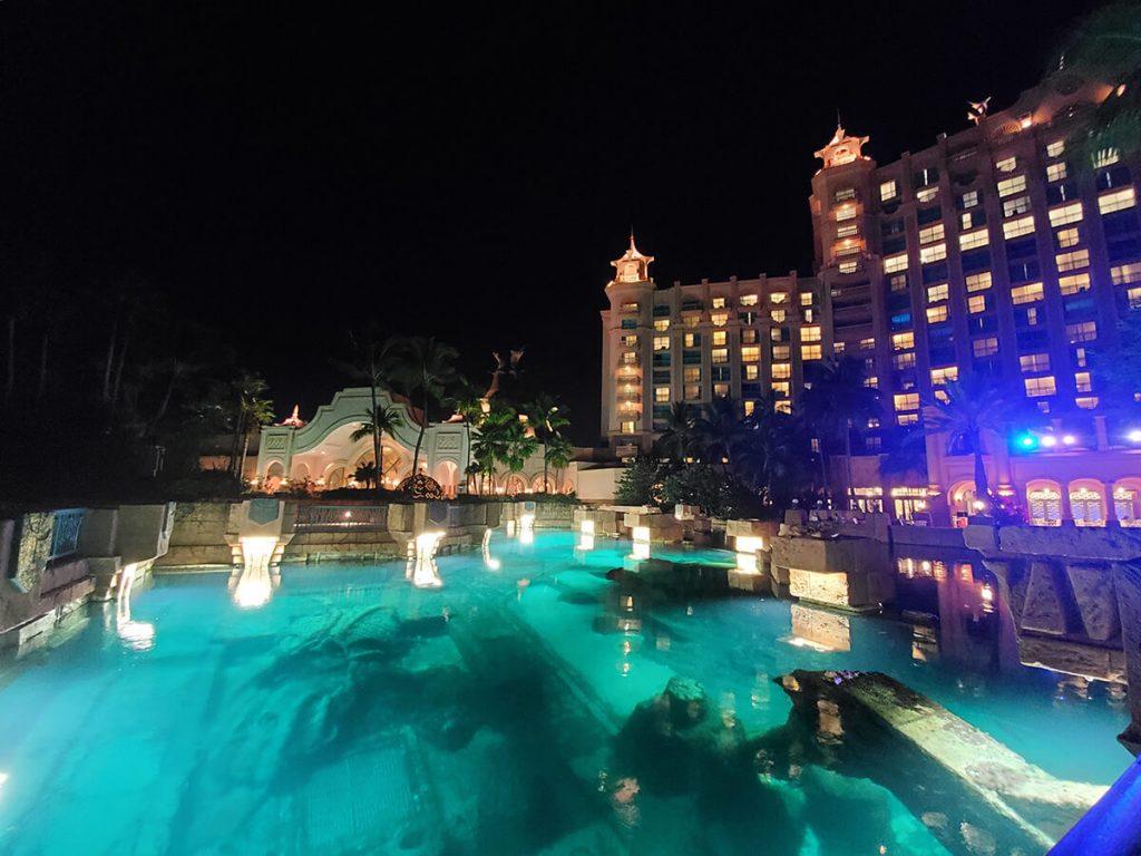 Aquarium at Atlantis Resort at night