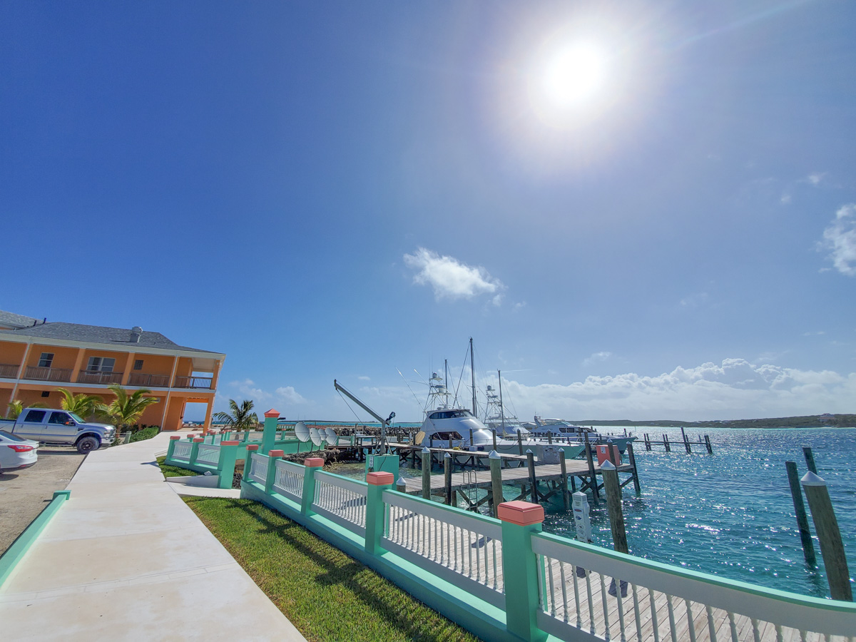 SV Seamlessly anchored by Treasure Cay, Bahamas